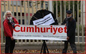 aypa-20161104-atgb-cumhuriyete-berlin-buyukelciligi-onunde-destek-img_8232-2000x1275